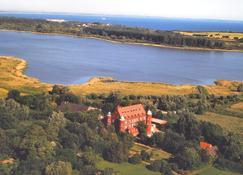 Hotel Schloss Spyker - Lohme - Utomhus