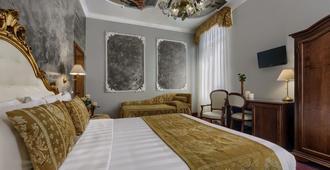 Hotel Pausania - Venice - Bedroom