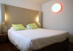 Campanile Aix En Provence Ouest - Jas de Bouffan - Aix-en-Provence - Bedroom