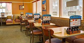 Days Inn by Wyndham St. Augustine West - סנט אוגוסטין - מסעדה