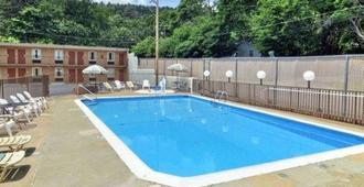 Rodeway Inn - Hot Springs - Pool