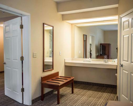 Quality Inn - Lake City - Bathroom