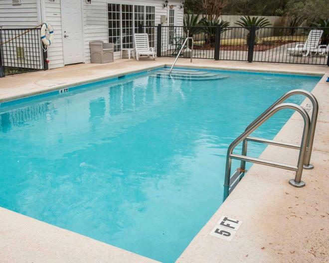 Quality Inn - Lake City - Pool