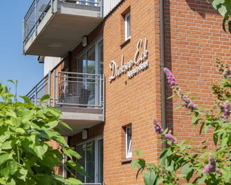 Apartment-Hotel Dieksee Eck - Malente - Building
