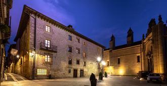 Palacio De Pujadas By Mij - Viana