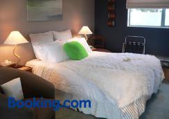 Molyneux House - Kaka Point - Bedroom