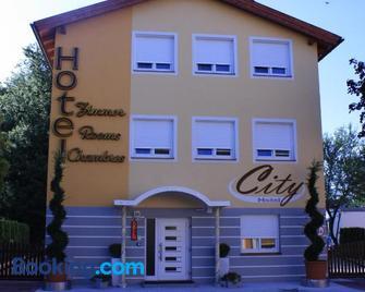 City Hotel Neunkirchen - Neunkirchen - Gebäude