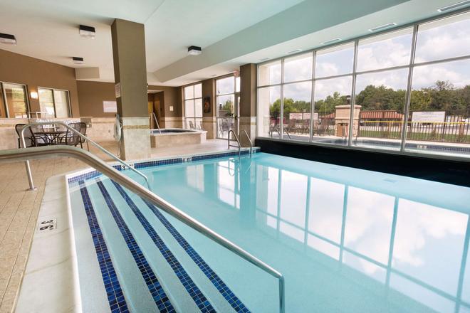 Drury Inn & Suites Mt. Vernon - Mount Vernon - Pool