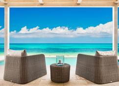 Sailrock Resort - Oceanview Villas & Suites - Cockburn Harbour - בריכה