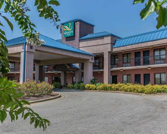 Quality Inn Calera I-65 exit 231 - Calera - Building