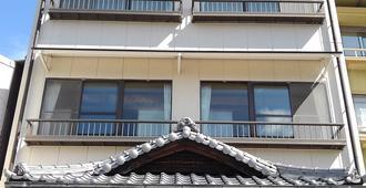 Sakuraya - Hatsukaichi - Κτίριο