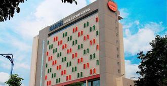 Harris Hotel & Conventions Gubeng - Surabaya - Building
