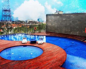 Harris Hotel & Conventions Gubeng - Surabaya - Pool