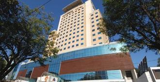 Vitória Hotel Concept Campinas - Campinas - Edificio