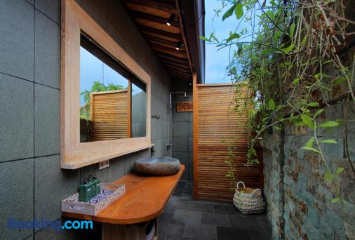 Yoga Searcher Bali - South Kuta - Bathroom