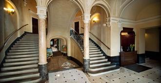 George Hotel - Leópolis - Escaleras