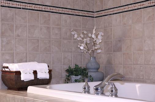 Sophie Station Suites - Fairbanks - Bathroom
