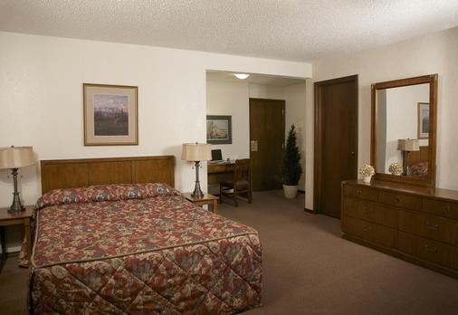 Sophie Station Suites - Fairbanks - Bedroom