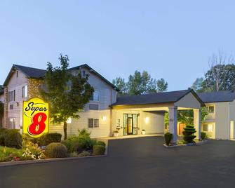 Super 8 by Wyndham Willits - Willits - Building