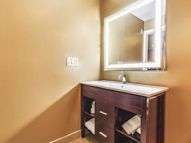 La Quinta Inn & Suites by Wyndham San Francisco Airport West - Millbrae - Bathroom