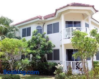 Pipers Cove Resort - Runaway Bay - Building