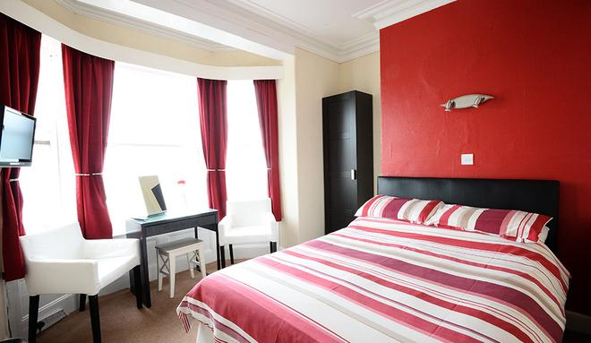 Miricia Guest House - Scarborough - Bedroom