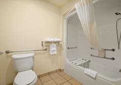 Days Inn & Suites by Wyndham San Antonio North Stone Oak - San Antonio - Phòng tắm