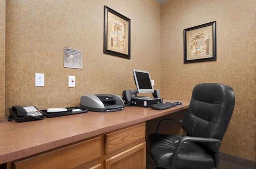 Days Inn & Suites by Wyndham San Antonio North Stone Oak - San Antonio - Khu vực làm việc