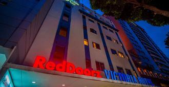 RedDoorz Plus Victoria Hotel - Singapore - Building