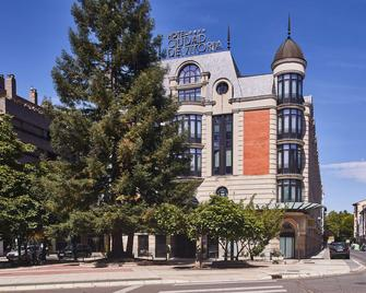 Hotel Silken Ciudad De Vitoria - Vitoria - Gebäude