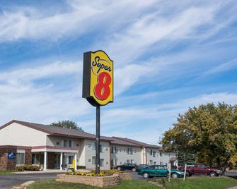 Super 8 by Wyndham Owatonna - Owatonna - Building