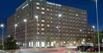 Embassy Suites Boston Logan Airport - Boston - Gebouw
