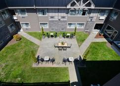 Best Western Plus Regency Inn & Conference Centre - Abbotsford - Building