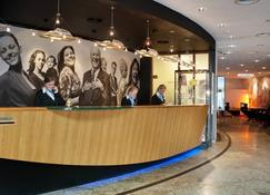 Inntel Hotels Amsterdam Centre - Ámsterdam - Recepción