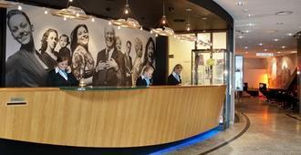 Inntel Hotels Amsterdam Centre - Amsterdam - Front desk