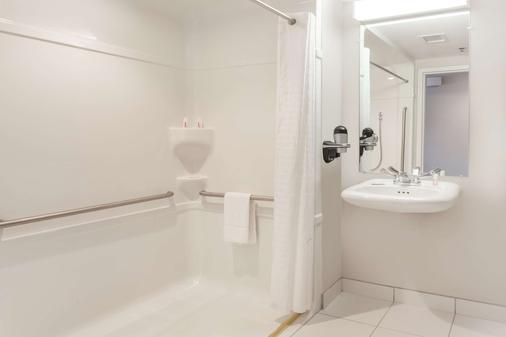Microtel Inn & Suites by Wyndham Sault Ste. Marie - Sault Ste Marie - Kylpyhuone