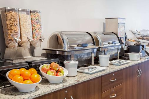 Microtel Inn & Suites by Wyndham Sault Ste. Marie - Sault Ste Marie - Buffet