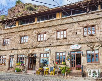 Assos Yildiz Hotel - Behram - Building