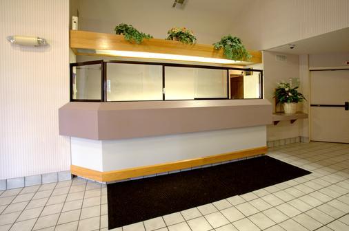 Americas Best Value Inn Addison Dallas - Addison - Front desk