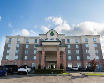 Holiday Inn Express & Suites Brampton - Brampton - Building