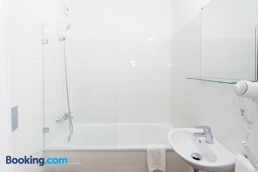 Hostal Argo - Barcelona - Bathroom