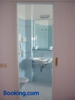 Hotel Escorial - Cervia - Phòng tắm