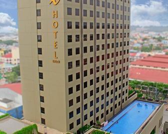 I Hotel Baloi Batam - Lubuk Baja - Gebäude
