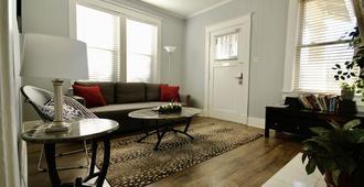 Perfect Midtown Charm - Memphis - Living room