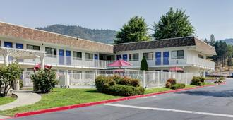 Motel 6 Grants Pass - Grants Pass - Edificio