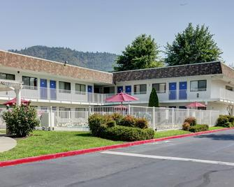 Motel 6 Grants Pass - Grants Pass - Gebäude