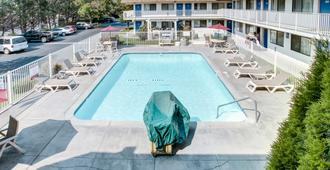 Motel 6 Grants Pass - Grants Pass - Πισίνα