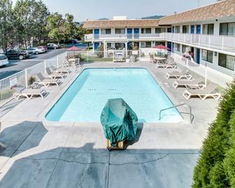 Motel 6 Grants Pass - Grants Pass - Pool