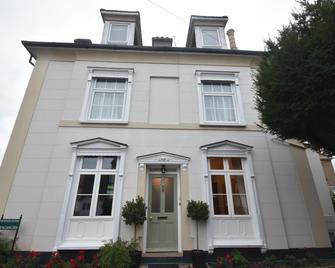 Gordon House - Wimborne - Building