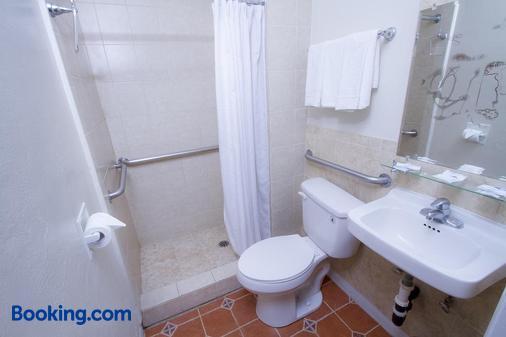 Mission Bell Motel - Ventura - Bathroom
